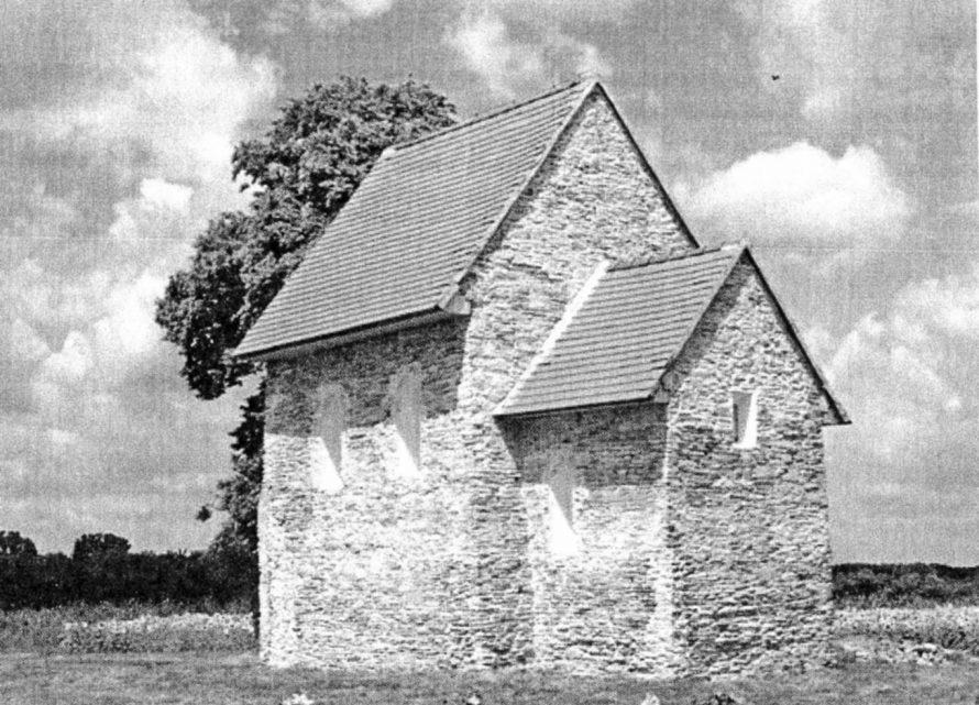 9. kép. A méntelepen s a maga nemében egyedülálló kacsafogó építményen túl nevezetessé teszi Kopcsányt a kacsafogó közelében álló korai, a 10. század elejéről származó, egyszerűségében is megkapó kis templom, amelyet a hagyomány szerint egy kopcsányi nemesasszony, Vajay Margit állíttatott patrónusa, a 4. században Galliában élt Antiochiai Szent Margit tiszteletére. (Fotó: In Kopčany – turistický sprievodca, é. n., zostavil Peter Baxa)